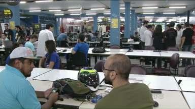 Em Curitiba, jovens participam de maratona para criação de jogos eletrônicos - O Global Game Jam, acontece simultaneamente em 79 países e na capital paranaense conta com 450 participantes.