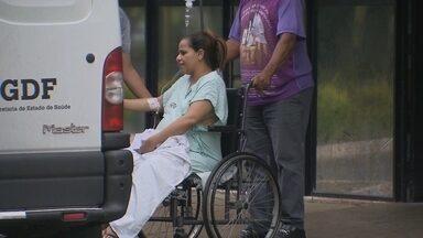Gestantes ficam sem atendimento no HMIB - O ar-condicionado do centro obstétrico não funciona e apenas pacientes com risco de morte receberam atendimento. No Hospital de Taguatinga, os bancos da recepção estão quebrados.