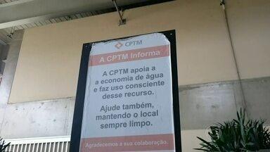 Estação Brás da CPTM faz campanha para pedir economia da água - Cartazes espalhados pela estação pedem aos usuários da CPTM para economizarem água. Também há avisos informando que apenas alguns banheiros estão funcionando para reduzir o consumo de água.