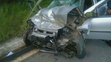 Casal morre e três pessoas ficam feridas em acidente na MG-383 - Casal morre e três pessoas ficam feridas em acidente na MG-383