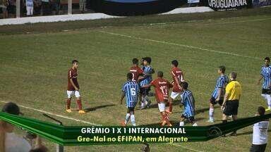 Após confusão, Gre-Nal termina em 1 a 1 pela EFIPAN - Jogadores que brigaram foram expulsos e partida seguiu.