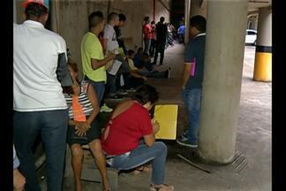 Jovens em busca de alistamento denunciam insegurança e falta de limpeza no Espaço Palmeira - Além de enfrentar longas filas, jovens reclamam do desconforto nos postos da Junta Militar, em Belém.