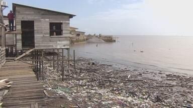 Quatro famílias foram retiradas do Aturiá após alta da maré do rio Amazonas - Quatro famílias foram retiradas do Aturiá depois de terem as casas atingidas pela maré alta do rio Amazonas. O risco de permanecer nessa área aumenta com o período de chuvas