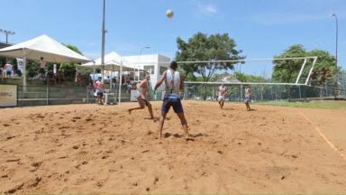 Quase 35 duplas participaram da etapa Foz do Iguaçu do circuito de Volei de Praia - Aqui na cidade as partidas foram no ginásio Costa Cavalcanti.