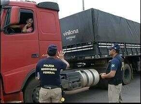 Tráfego de caminhões com excesso de peso prejudica rodovias no Tocantins - Tráfego de caminhões com excesso de peso prejudica rodovias no Tocantins