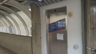 Passageiros reclamam de infraestrutura de terminais de ônibus em Campinas - Em dezembro, o Jornal da EPTV mostrou que em duas estações de transferência da Avenida Lix da Cunha os elevadores não funcionavam. Apesar da promessa de solução para o problema, por parte da EMTU, os passageiros ainda enfrentam dificuldades.