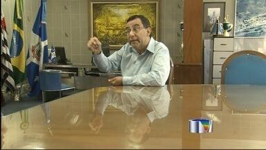 Prefeito de Aparecida é afastado novamente pela Justiça - Ele foi notificado da decisão nesta segunda-feira (26) e não quis comentar. Tucano responde a processo por fraude em licitação e improbidade.