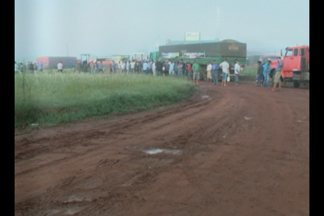 Protestantes bloqueiam RSC 392 em Tupanciretã, RS - A reivindicação é por melhorias na estrada que é local de escoamento de grande parte da produção agrícola do estado.