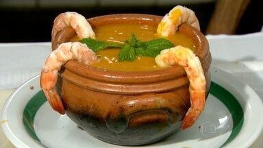 Conheça a história de uma sopa que é a cara do Rio - A receita feita com frutos do mar tem no nome uma homenagem ao homem que trouxe a receita para o Brasil. A sopa Leão Veloso é famosa em um dos restaurantes mais antigos da cidade.