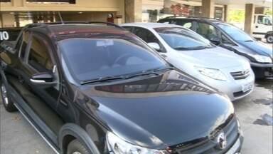 Veja os cuidados necessários na hora de comprar um carro usado - Mais de 13 milhões de automóveis usados foram vendidos em 2014. O mercado deve crescer ainda mais com o fim da redução do IPI para carros novos.