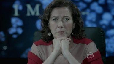 Marta deixa Téo esperando - Maria Clara e José Pedro ficam indignados com Cristina