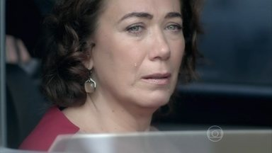 Marta lamenta prisão do marido - Megera chora feito criança