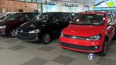 Concessionárias ainda oferecem modelos com IPI reduzido - Descontos de até R$ 2 mil reais, bônus, juro zero e até 50 meses para pagar estão entre as facilidades. Vendas de veículos caíram 31,7% em janeiro deste ano.