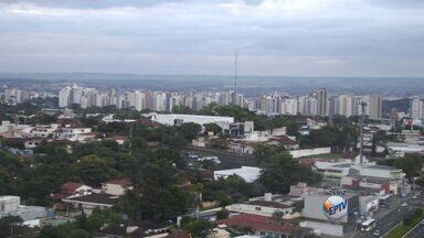 Veja como fica o tempo nesta terça-feira (10) em Ribeirão Preto - Há previsão de pancadas de chuva ao longo do dia e temperatura máxima fica nos 31 graus.