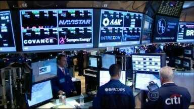 Mais um fundo pensão americano entra na justiça contra a Petrobras - As perdas de acionistas têm gerado cada vez mais problemas para a estatal. O procurador-geral da república, Rodrigo Janot, e quatro investigadores federais acompanham as investigações sobre a empresa nos Estados Unidos.