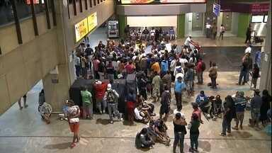 Veja no JH: sem-teto ocupam Aeroporto de Guarulhos após desocupação - Eles protestam contra a reintegração de posse de um terreno invadido. Se chuvas continuarem baixas, Sistema Cantareira pode secar em julho. Boston, nos EUA, tem recorde de neve desde 1978. Mulheres são um terço dos empreendedores brasileiros.