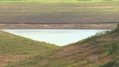 Água do Sistema Cantareira pode acabar em julho - Previsão é dos pesquisadores do Centro Nacional de Monitoramento de Desastres Naturais. Segundo levantamento da Sabesp, dos últimos 60 meses, 46 fecharam com chuvas abaixo da média na Região Sudeste.