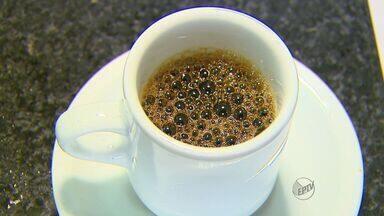 Médico explica sobre problemas de café em excesso - Alimentos que contém cafeína devem ser consumidos com limite para não causar problemas.