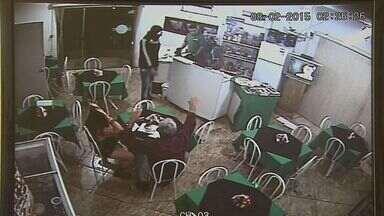 Comerciante escapa da morte em Pitangueiras, SP - No fim de semana, ele ficou na mira um assaltante e, mas a arma falhou duas vezes.
