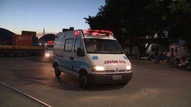 Funcionários de navio-plataforma chegam a aeroporto de Vitória - Navio é operado por empresa estrangeira a serviço da Petrobras.
