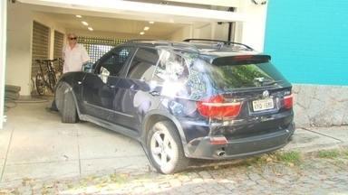 PF faz operação de busca e apreensão de bens de Luma de Oliveira - Os agentes chegaram na manhã desta quinta-feira (12) na casa da atriz, na Zona Sul do Rio de Janeiro. Pouco depois, Eike chegou ao imóvel.