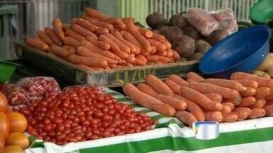 Efeitos da seca dos últimos meses afetam preços de alimentos - A produção de frutas e verduras diminuiu e o preço dos alimentos disparou.