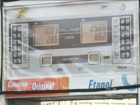 Decisão Judicial obriga postos de combustíveis a reajustar os preços - Vara de Interesses Difusos concedeu liminar contra os donos de postos.Ação vale para os 244 postos acionados na ação civil pública da RedCon.