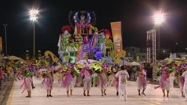 Escolas dos grupos A e B desfilam no Sambódromo de Manaus - Foram doze agremiações evoluindo na avenida.