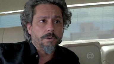Zé pede para Josué vigiar Silviano - O comendador deixa Isis em casa
