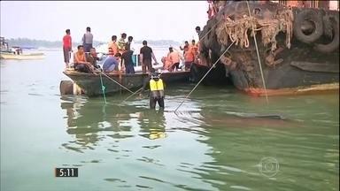 Acidente mata, pelo menos, 60 pessoas em naufrágio de uma barca, em Bangladesh - Equipes de resgate ainda procuram mais vítimas.