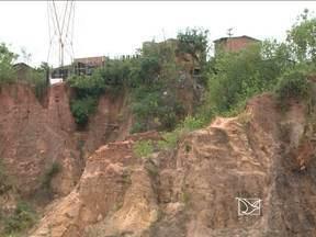 Chuvas preocupam moradores de áreas de risco em São Luís - Defesa Civil municipal monitora 60 áreas consideradas de alto risco. Alerta da Defesa Civil, não impede permanência de famílias nos locais.