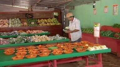 Época de chuvas afeta produção de frutas e legumes - Segundo a coordenação da Ceasa, legumes e verduras estão em média 26% mais caros