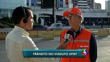 Defesa Civil cria plano para evitar trânsito no viaduto da UFMT nos dias de chuva - Para evitar transtornos, um plano de contingenciamento está sendo criado para evitar o trânsito na avenida Fernando Correa, perto do viaduto da UFMT, nos dias de chuva.