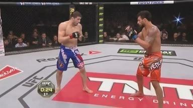 Adriano Martins vence russo 'Rustam Khabilov' no octógono - Vitória do amazonense foi na categoria 'peso leve', do UFC, realizado na noite de domingo (22), no Rio Grande do Sul.