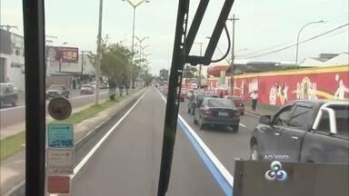 Reportagem da TV Amazonas faz trajeto em ônibus da Zona Leste ao Centro de Manaus - Objetivo é saber se o tempo de viagem do transporte público reduziu com a implementação da faixa azul na Avenida Constantino Nery.