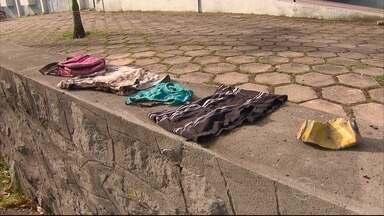 Corpo carbonizado é encontrado em cemitério de trens de Jardim São Paulo - Não foram encontrados documentos ao lado do corpo, que foi encaminhado ao IML do Recife.