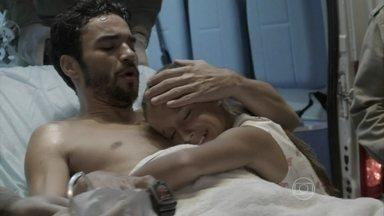 Império - Capítulo de terça-feira, dia 24/02/2015, na íntegra - José Pedro é encontrado em sauna