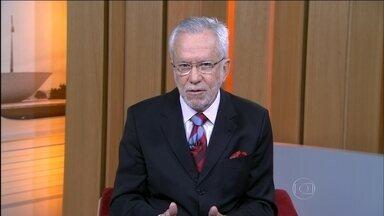 Alexandre Garcia comenta os efeitos da manifestação dos caminhoneiros - Apesar da tentativa de negociação, que ocorrerá nesta quarta (25), em Brasília, o Governo já informou aos líderes do movimento que não vai reduzir o preço do diesel. Na mesa de negociações está o aumento do preço do frete.