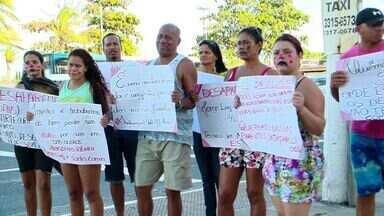 Familiares de desaparecidos em navio-plataforma protestam no ES - Explosão em navio-plataforma deixou seis mortos e 26 feridos. Passados 14 dias do acidente, família cobra informações sobre as buscas.