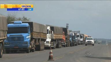 Justiça determina liberação da BR-290 no acesso ao porto seco de Uruguaiana, RS - Motivo seria a extensão de filas de veículos na Argentina e também no lado brasileiro.