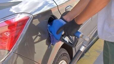 Postos de combustíveis baixam o preço da gasolina em Campo Grande - Pesquisa encontrou variação de 14% no valor dos combustíveis. Durante o período pesquisado, o preço do médio do litro de gasolina variava de R$ 3,05 a R$ 3,48
