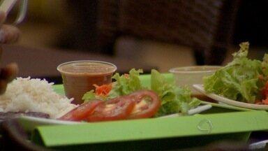 Arroz, feijão, carne e salada: famoso prato brasileiro subiu 17,5% em um ano - Restaurantes têm tido dificuldades para manter os preços para os clientes. De acordo com economista, a carne é principal ingrediente por deixar a refeição mais cara