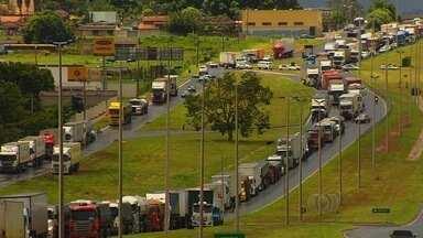 Protestos de caminhoneiros afetam transporte de grãos em Goiás - O abastecimento da Ceasa, em Goiânia, ficou prejudicado. O reflexo imediato foi o aumento nos preços dos produtos.