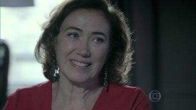 Maria Marta conversa com José Alfredo sobre o diamante cor-de-rosa - Marta diz ao comendador que o diamante não está no banco
