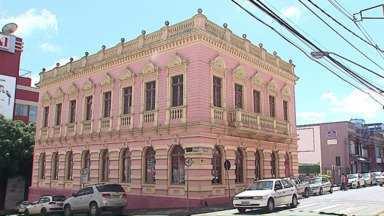 Centro de Cultura de Ponta Grossa é interditado pela Defesa Civil - Problemas no telhado fizeram com que o local fosse isolado no fim de semana