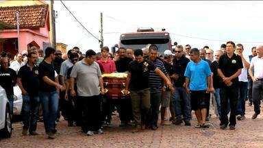 Polícia segue buscas a caminhoneiro que atropelou colega em São Sepé, RS - Corpo de caminhoneiro atropelado foi enterrado neste fim de semana.