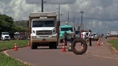 Caminhoneiros retomam bloqueios no norte de Mato Grosso - Caminhoneiros retomam bloqueios no norte de Mato Grosso.