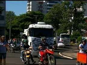 População vai às ruas e protesta junto aos caminhoneiros - Principais ruas de Erechim, RS, ficaram tomadas por manifestantes no sábado (28)