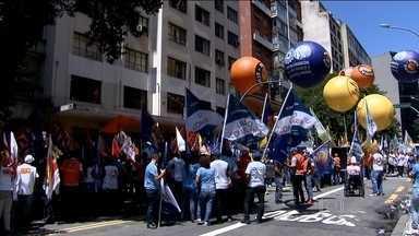 Centrais sindicais organizam protestos contra novas regras do seguro-desemprego - Em São Paulo, o superintendente regional do trabalho recebeu um grupo de manifestantes. Os sindicalistas querem mudanças nas duas medidas provisórias que estabelecem as novas regras.