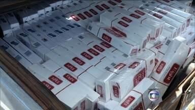 Cigarro é o principal produto contrabandeado no Brasil - Só com o cigarro, que representa quase 70% dos contrabandos, o país deixa de recolher R$4,5 milhões em impostos. O centro de São Paulo é um dos locais onde o comércio ilegal é mais forte.